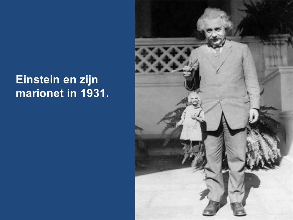Einstein en zijn marionet in 1931.