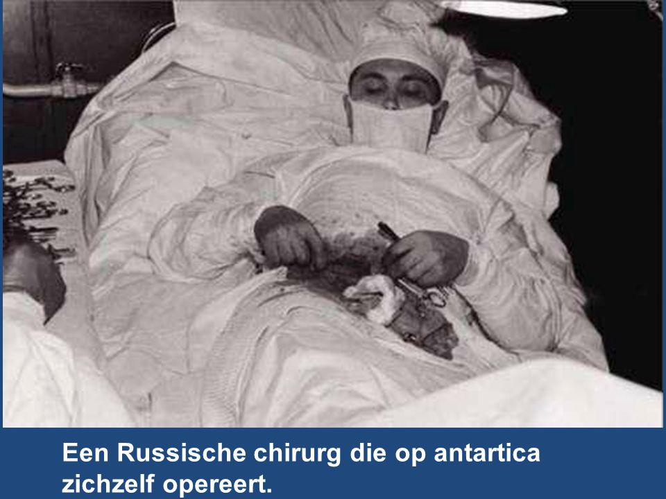 Een Russische chirurg die op antartica zichzelf opereert.