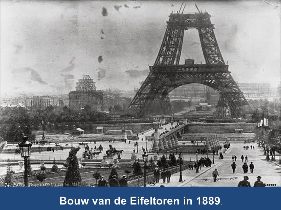 Bouw van de Eifeltoren in 1889.