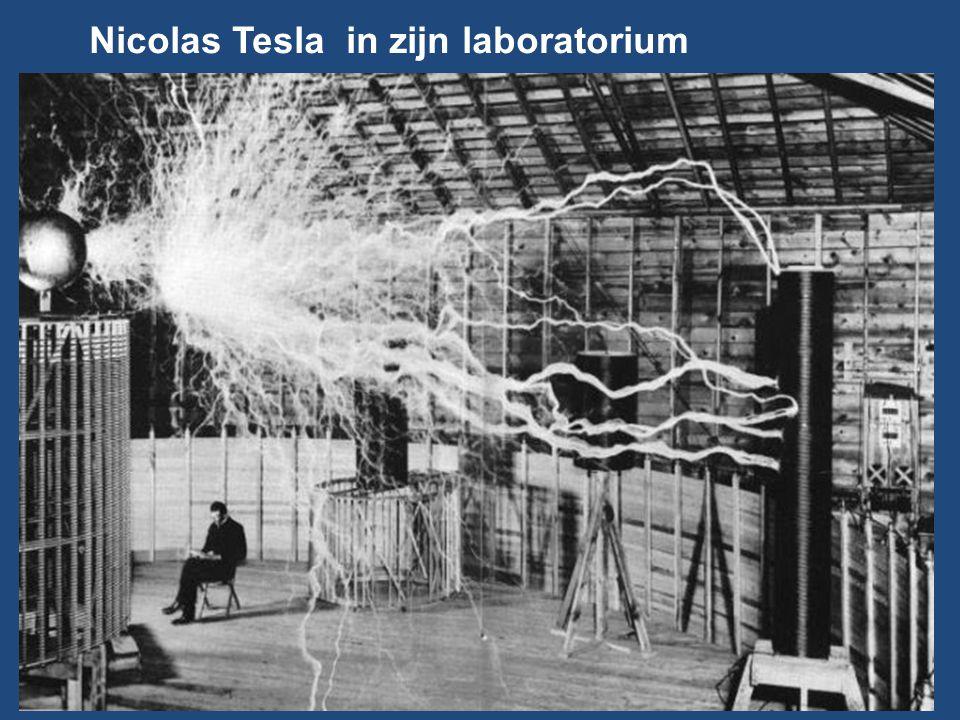Nicolas Tesla in zijn laboratorium