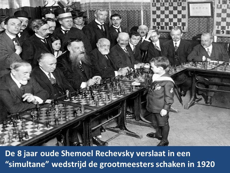 De 8 jaar oude Shemoel Rechevsky verslaat in een simultane wedstrijd de grootmeesters schaken in 1920
