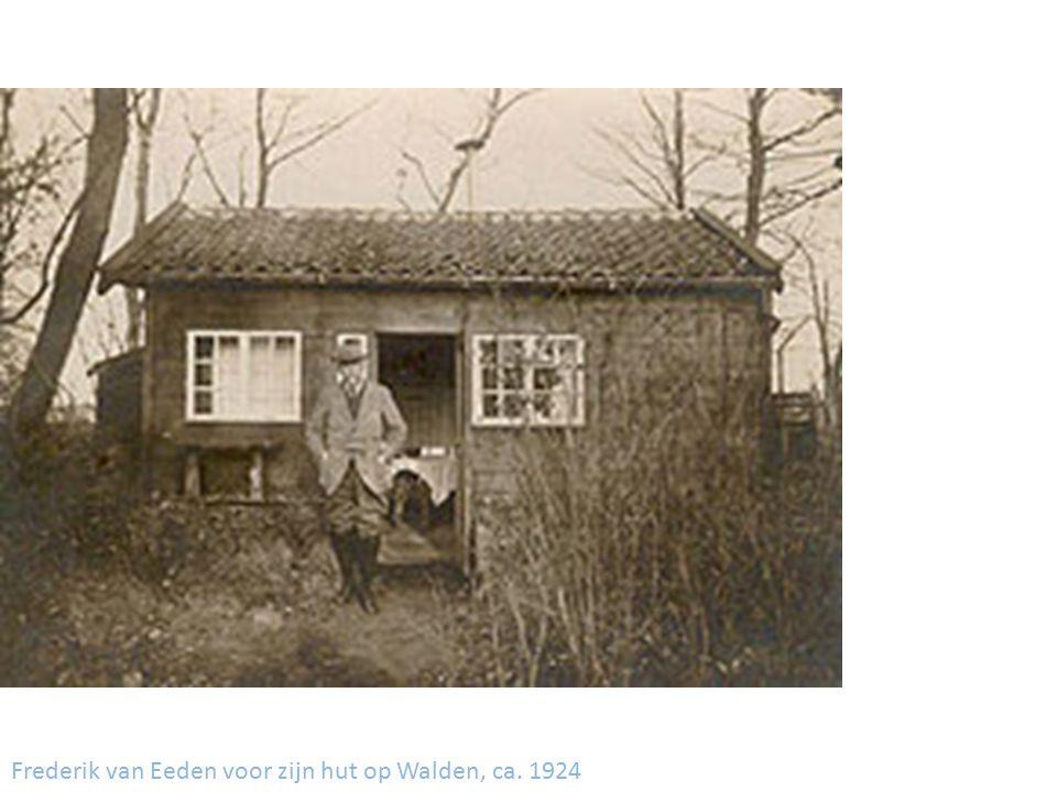 Frederik van Eeden voor zijn hut op Walden, ca. 1924