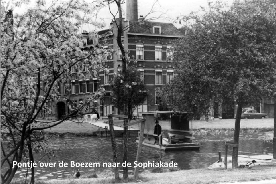 Pontje over de Boezem naar de Sophiakade