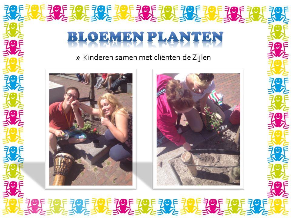 Bloemen planten Kinderen samen met cliënten de Zijlen