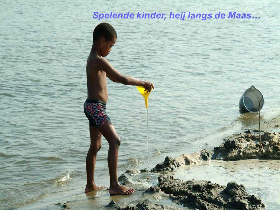 Spelende kinder, heij langs de Maas…