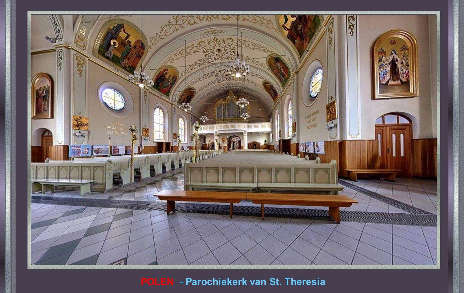 POLEN - Parochiekerk van St. Theresia