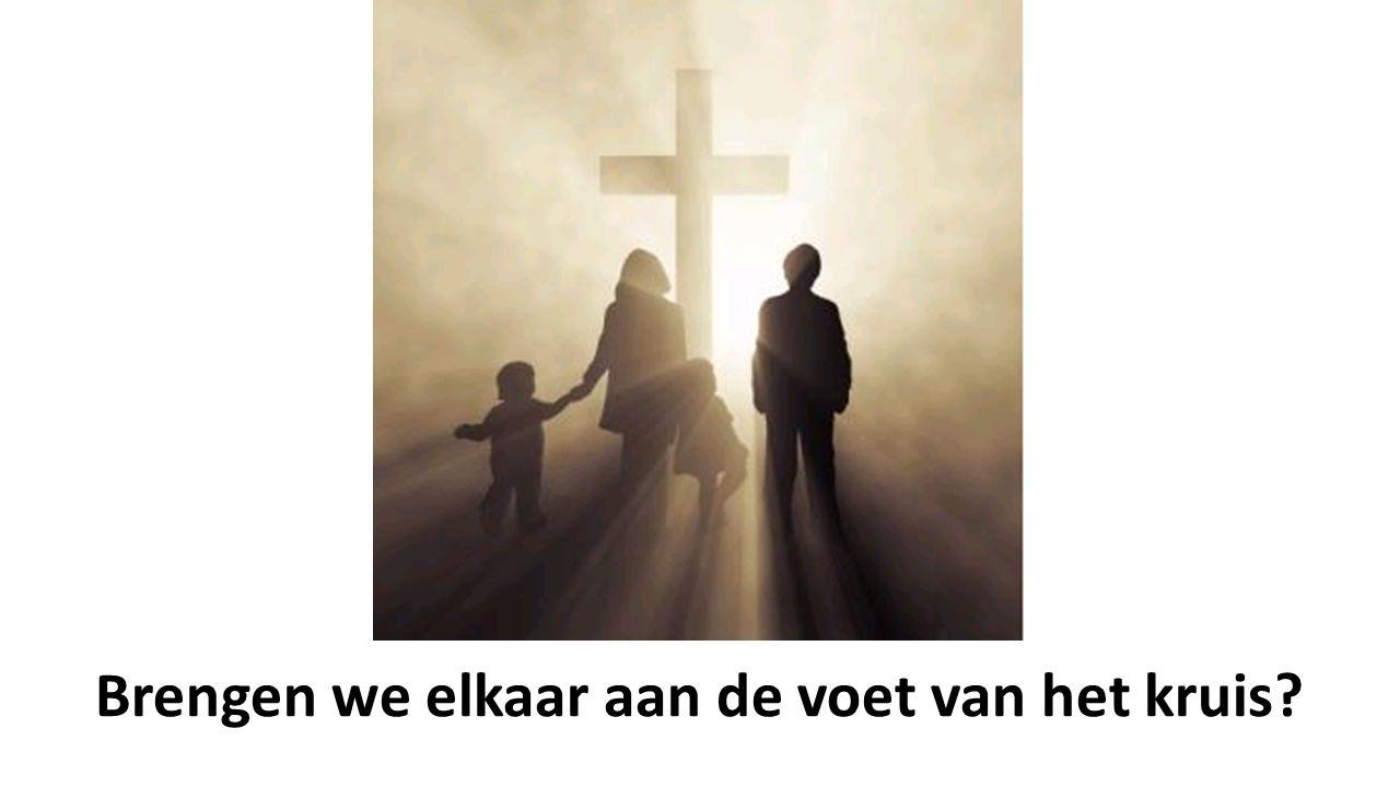 Brengen we elkaar aan de voet van het kruis