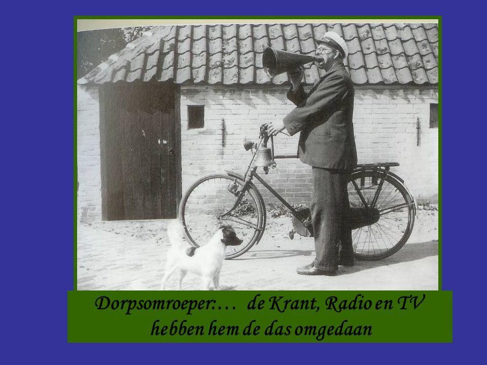 Dorpsomroeper:… de Krant, Radio en TV hebben hem de das omgedaan