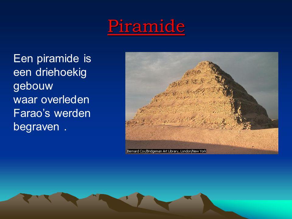 Piramide Een piramide is een driehoekig gebouw