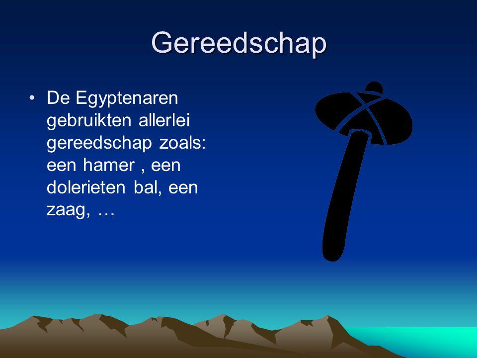 Gereedschap De Egyptenaren gebruikten allerlei gereedschap zoals: een hamer , een dolerieten bal, een zaag, …