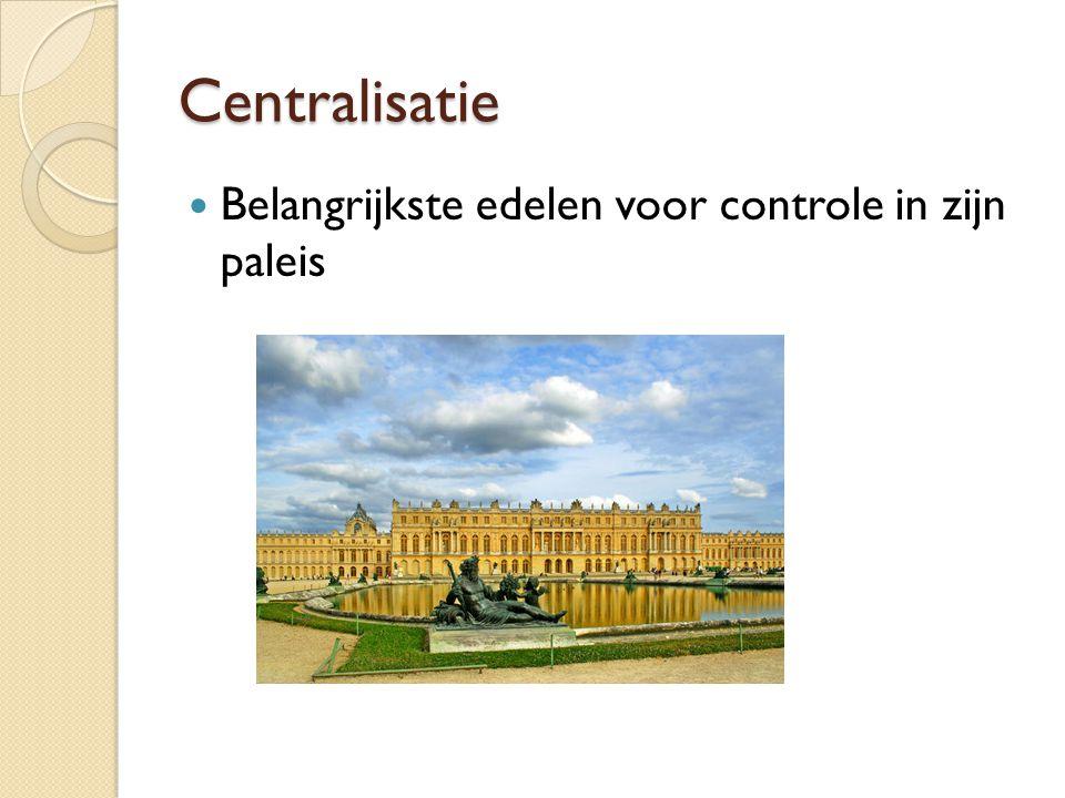 Centralisatie Belangrijkste edelen voor controle in zijn paleis