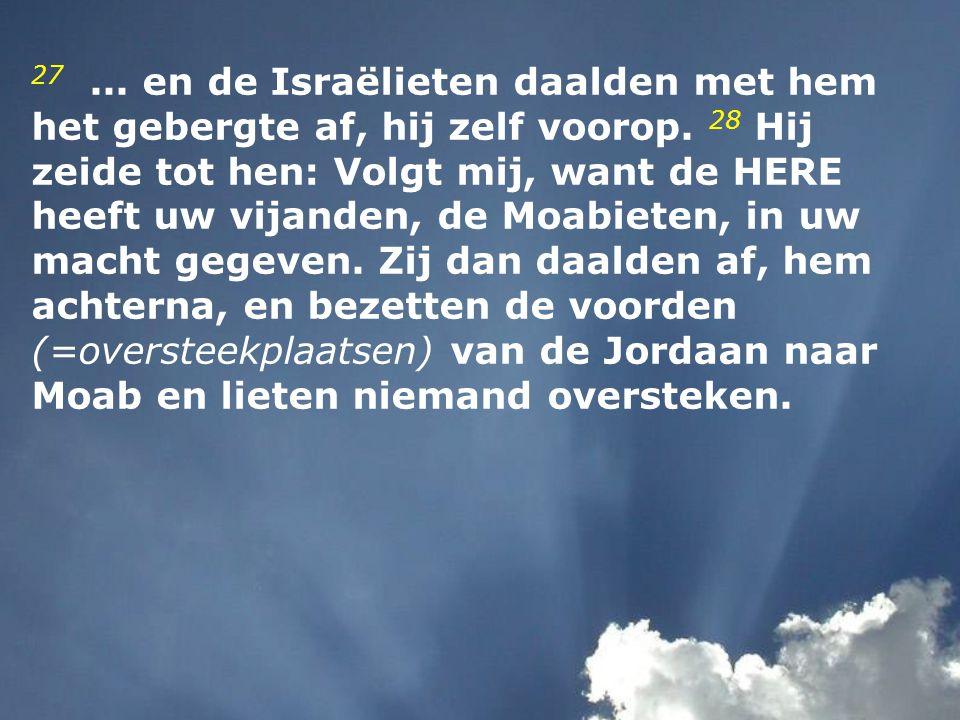 27. en de Israëlieten daalden met hem het gebergte af, hij zelf voorop