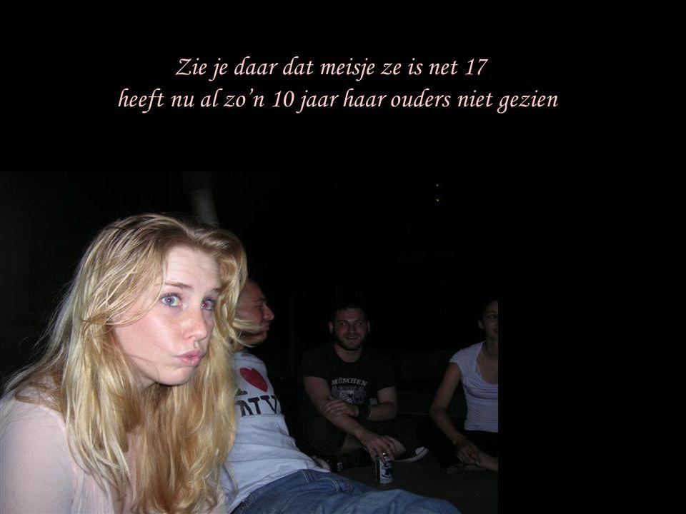 Zie je daar dat meisje ze is net 17