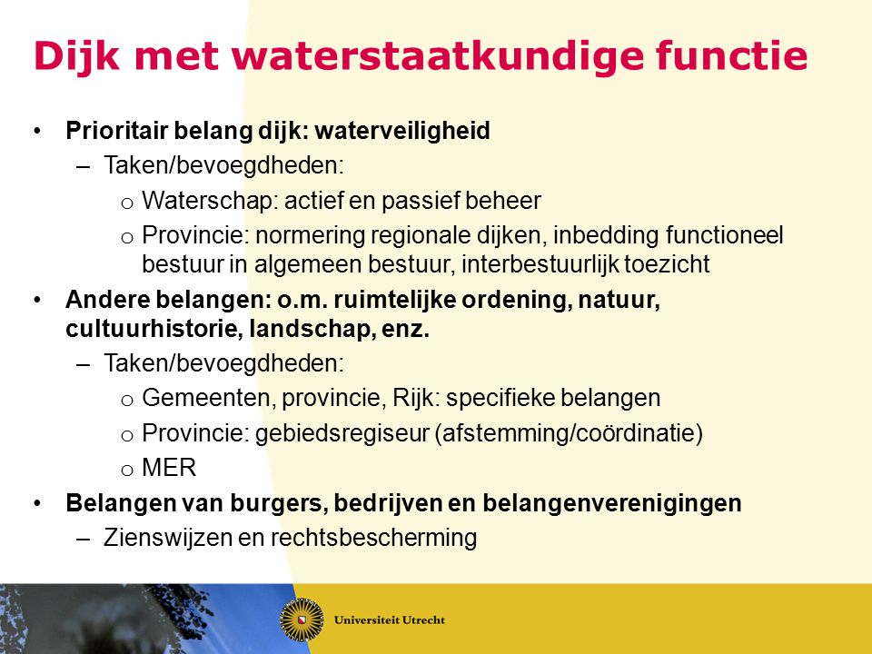 Dijk met waterstaatkundige functie