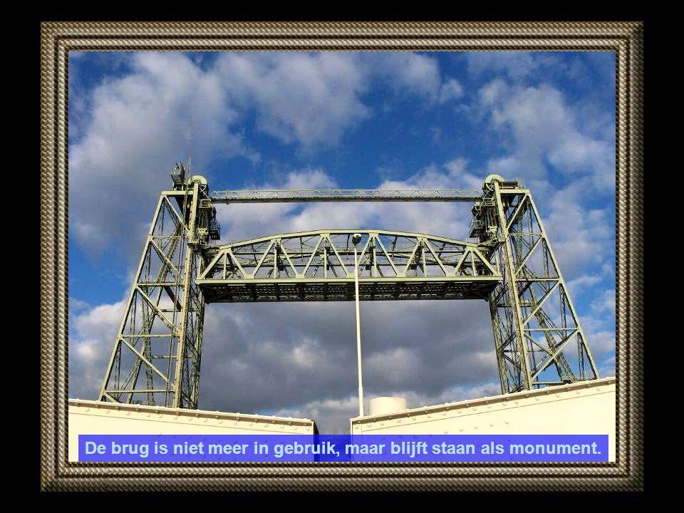 De brug is niet meer in gebruik, maar blijft staan als monument.