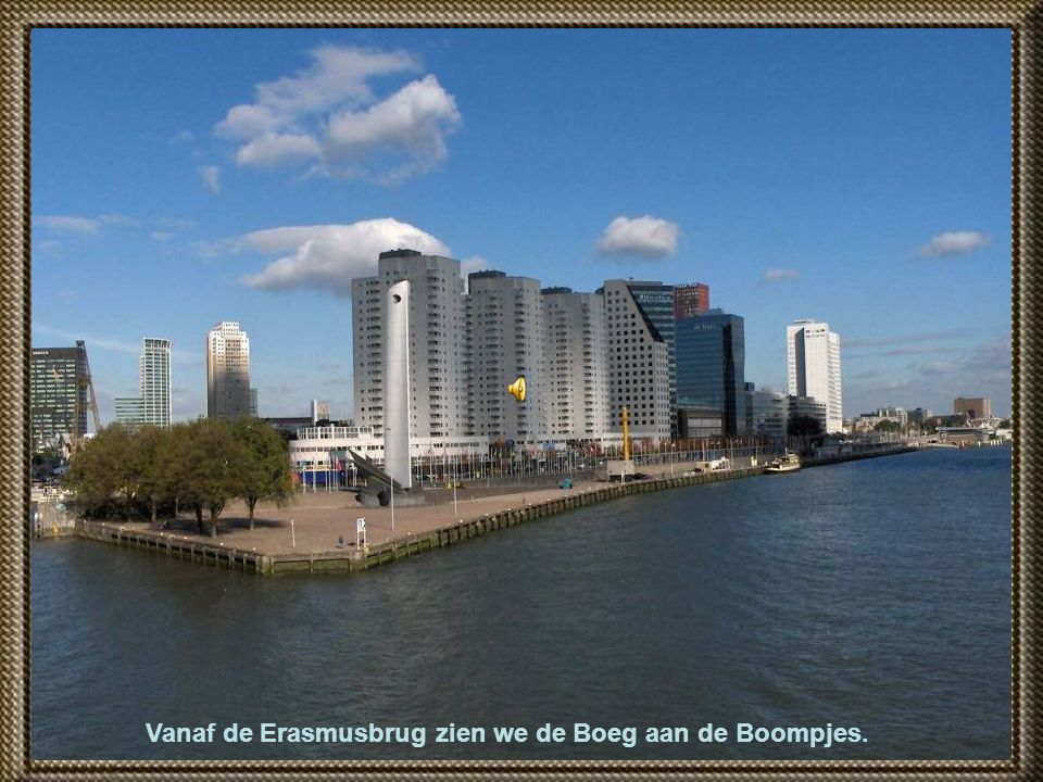 Vanaf de Erasmusbrug zien we de Boeg aan de Boompjes.