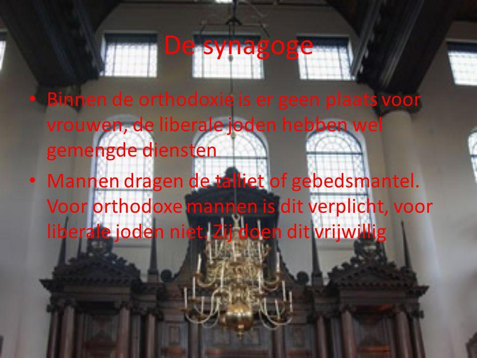 De synagoge Binnen de orthodoxie is er geen plaats voor vrouwen, de liberale joden hebben wel gemengde diensten.