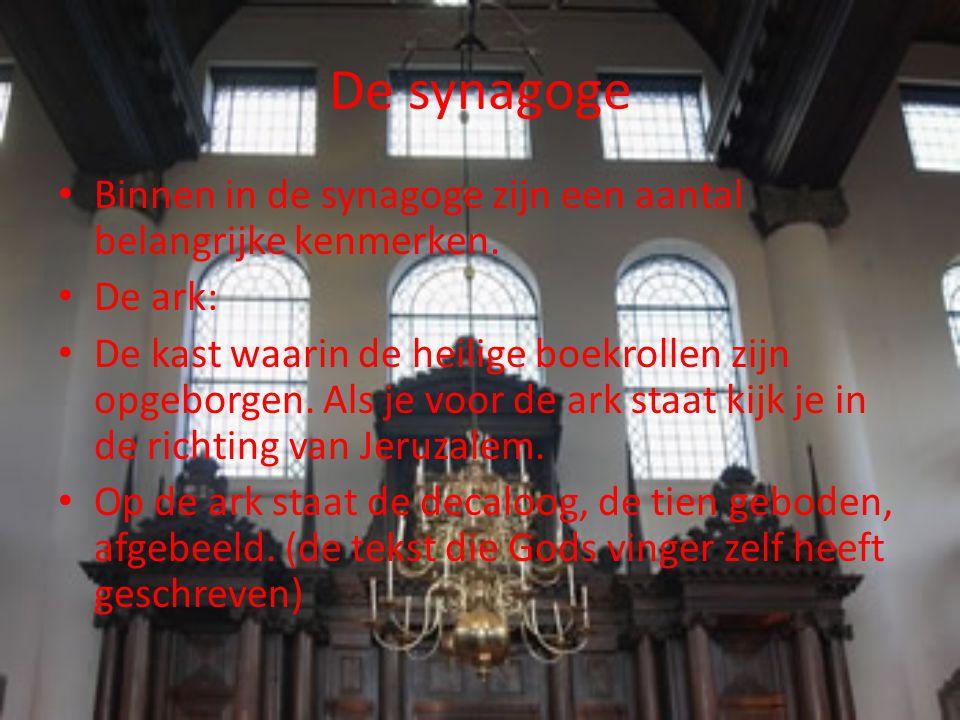 De synagoge Binnen in de synagoge zijn een aantal belangrijke kenmerken. De ark: