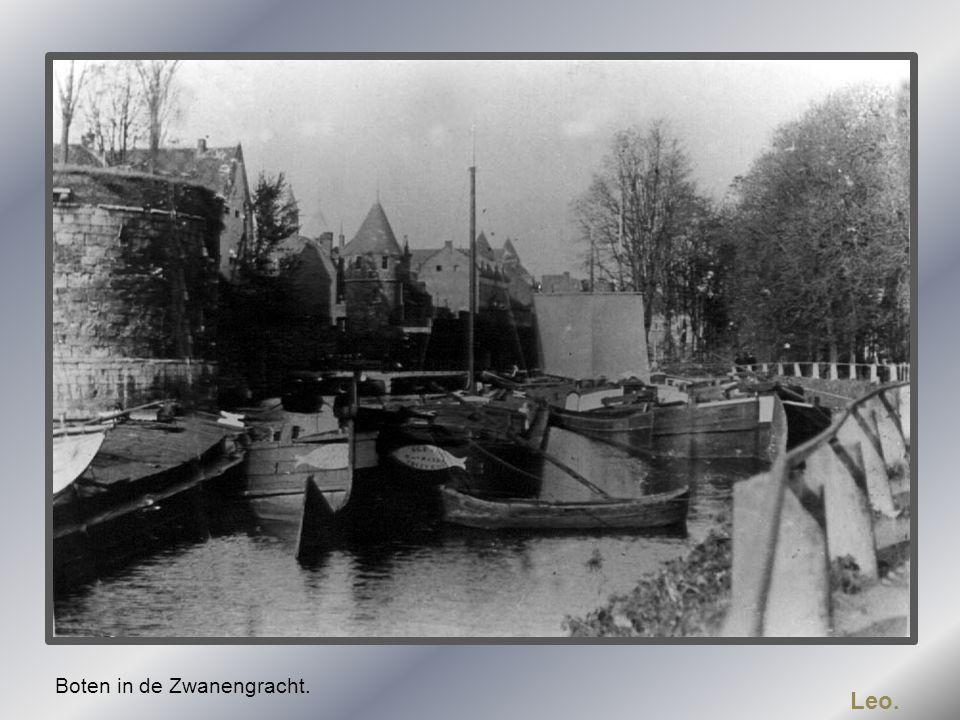 Boten in de Zwanengracht.