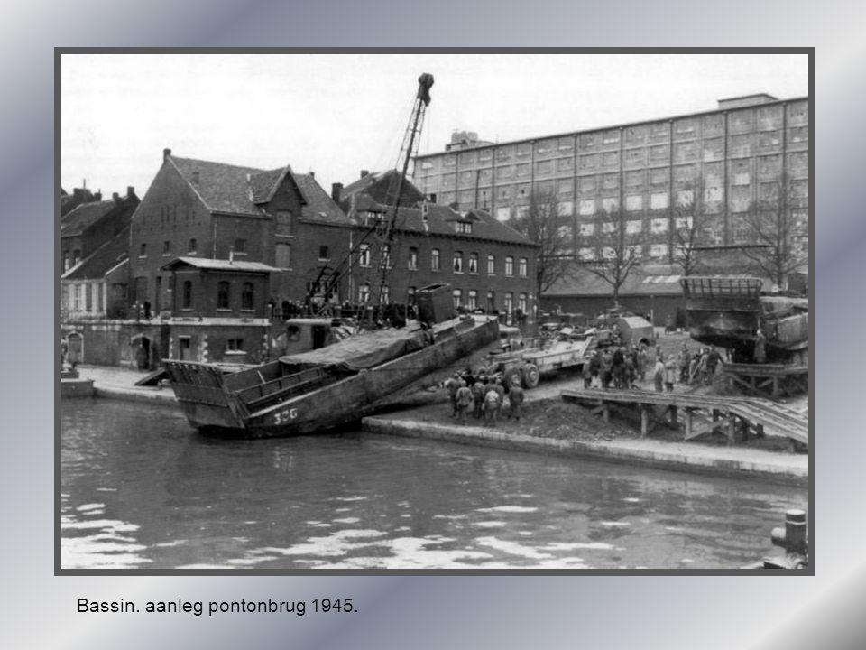 Bassin. aanleg pontonbrug 1945.