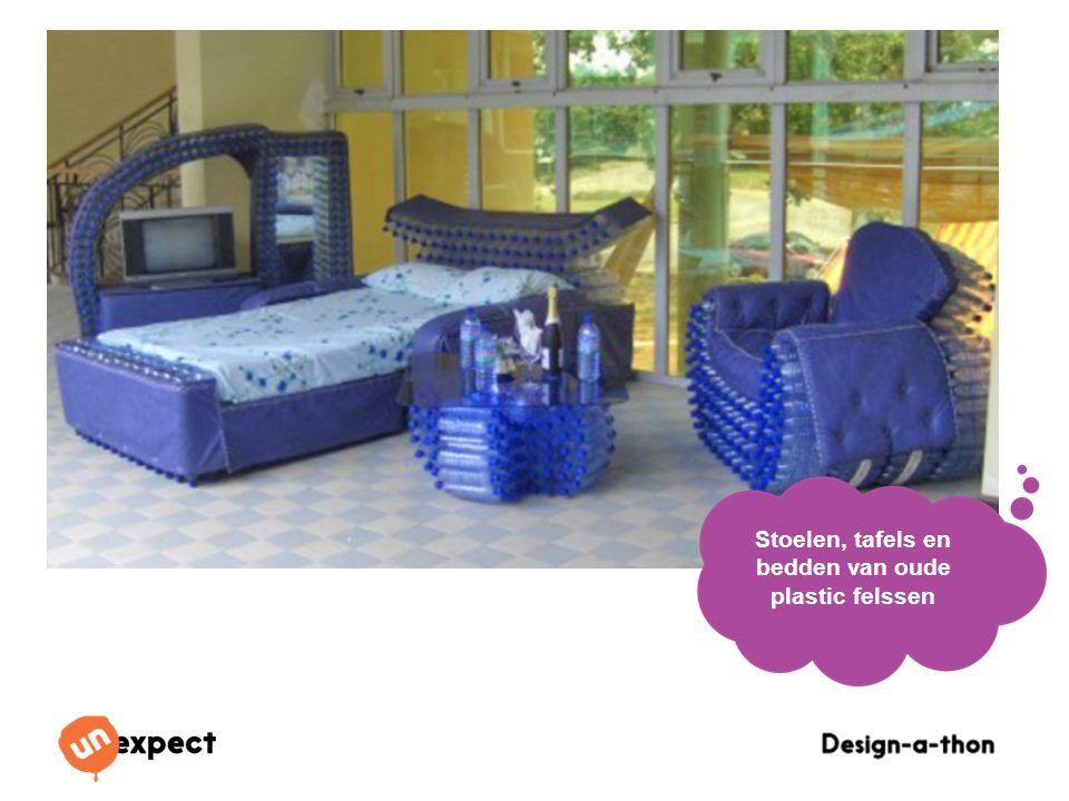 Stoelen, tafels en bedden van oude plastic felssen