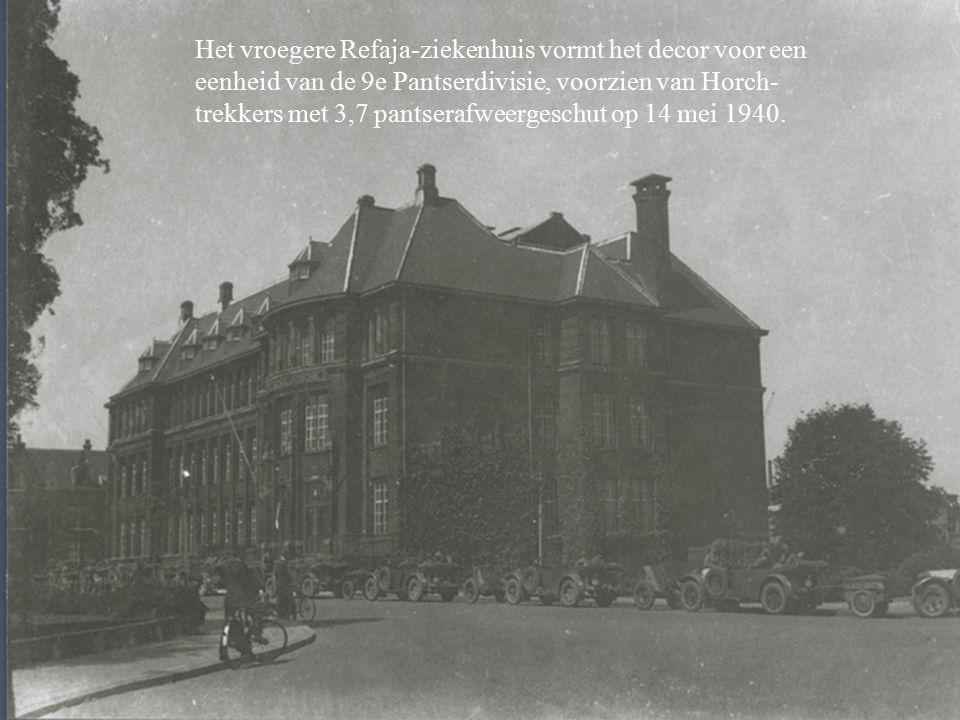Het vroegere Refaja-ziekenhuis vormt het decor voor een eenheid van de 9e Pantserdivisie, voorzien van Horch-trekkers met 3,7 pantserafweergeschut op 14 mei 1940.