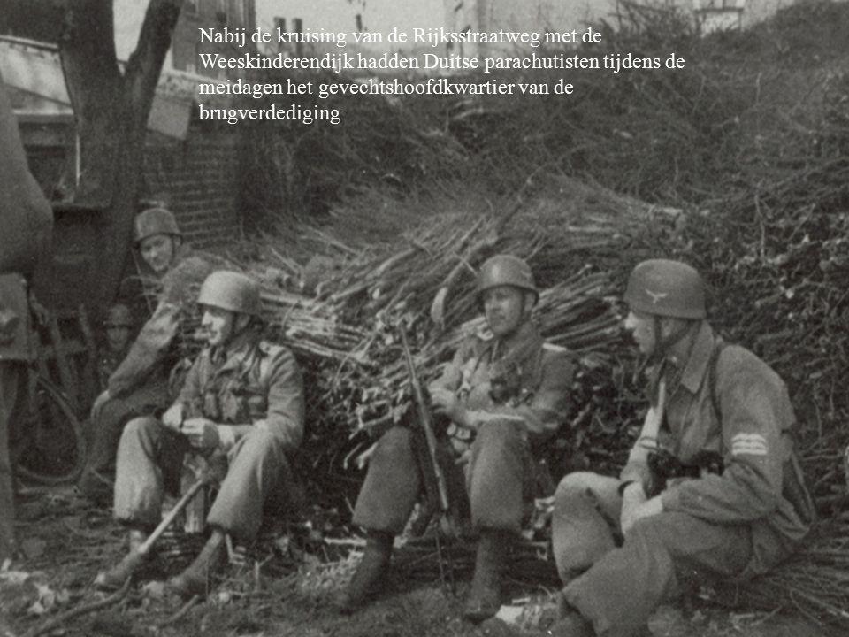 Nabij de kruising van de Rijksstraatweg met de Weeskinderendijk hadden Duitse parachutisten tijdens de meidagen het gevechtshoofdkwartier van de brugverdediging