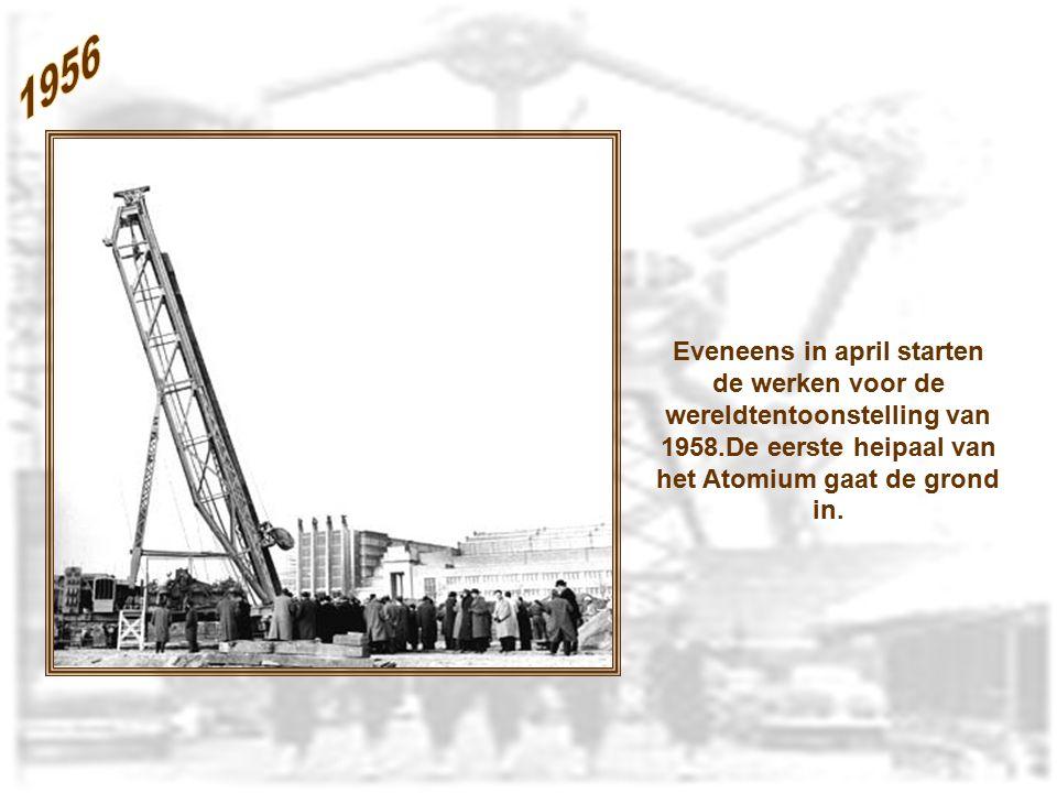 1956 Eveneens in april starten de werken voor de wereldtentoonstelling van 1958.De eerste heipaal van het Atomium gaat de grond in.