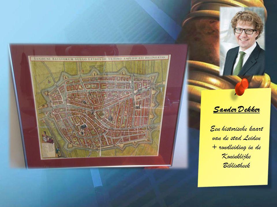Sander Dekker Een historische kaart van de stad Leiden + rondleiding in de Koninklijke Bibliotheek