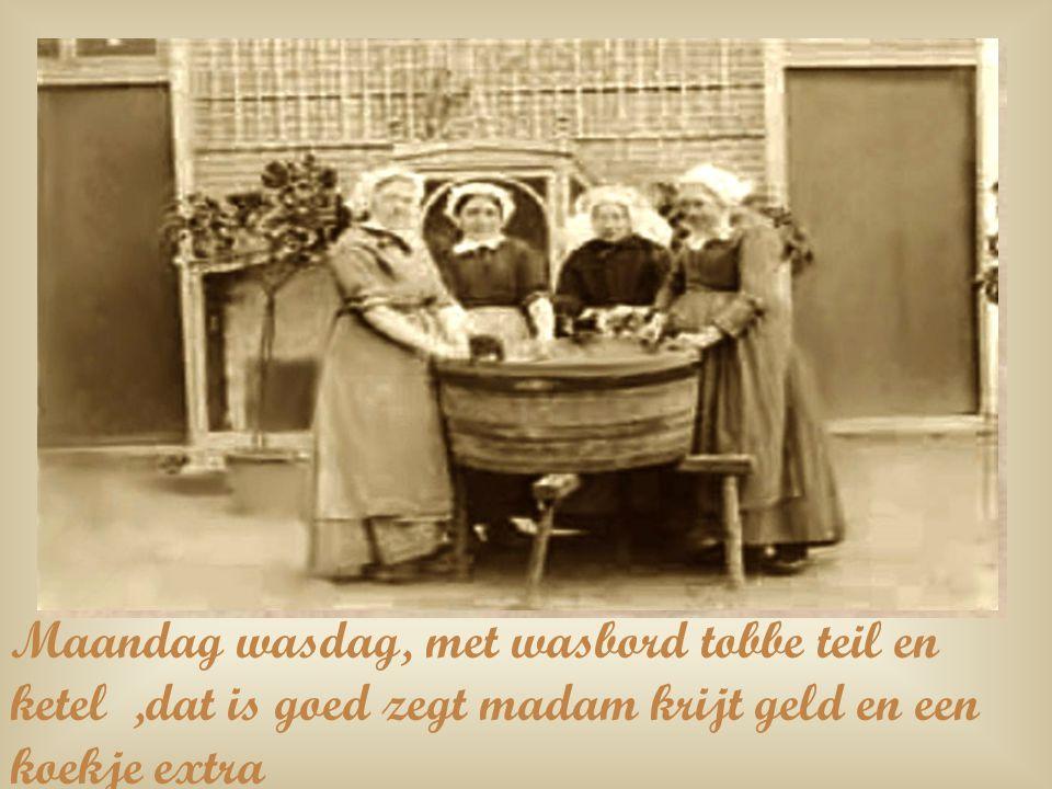 Maandag wasdag, met wasbord tobbe teil en ketel ,dat is goed zegt madam krijt geld en een koekje extra