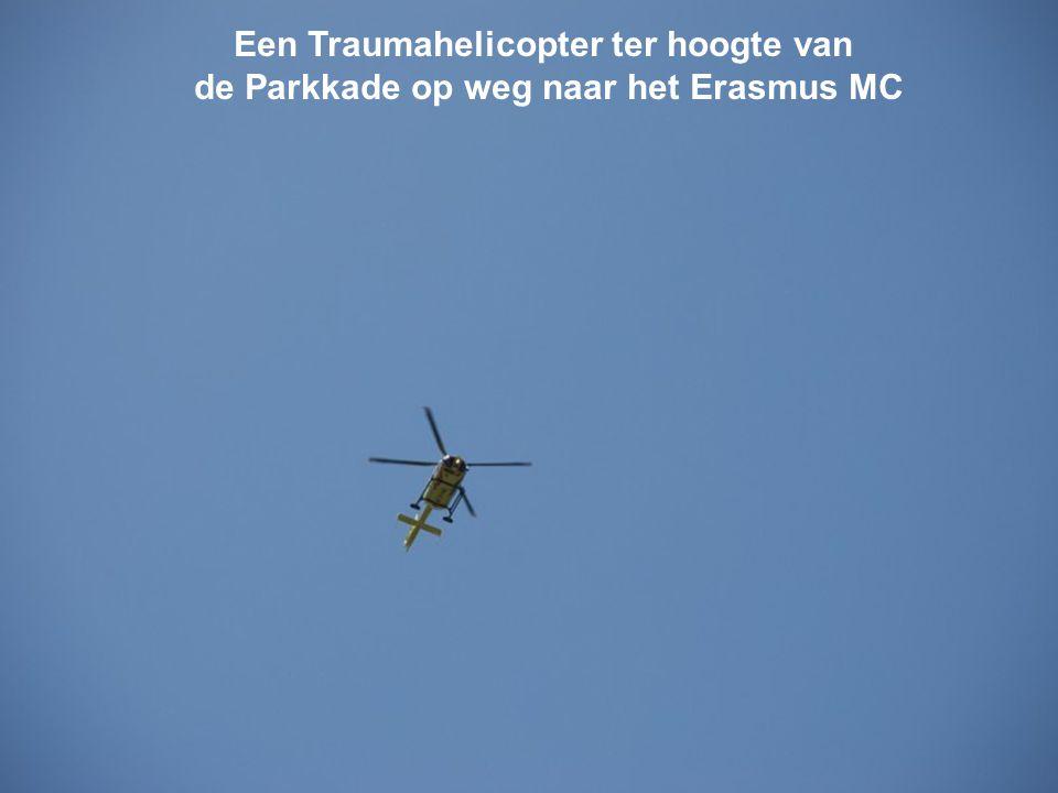 Een Traumahelicopter ter hoogte van