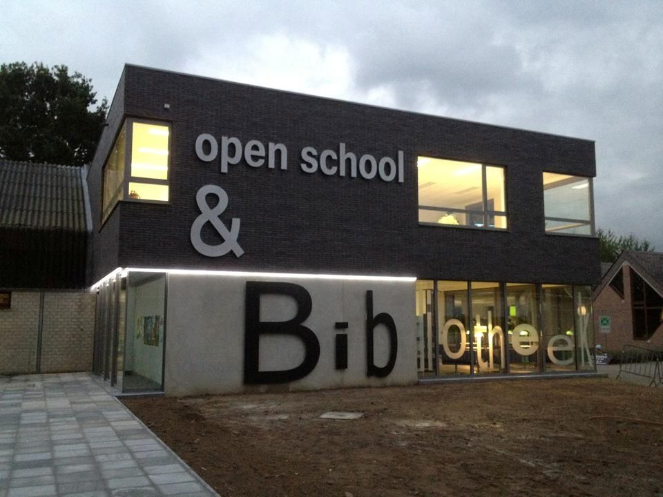 In het Open Leercentrum kunnen bibliotheekbezoekers en cursisten van CBE Open School en CVO terecht voor deskundige begeleiding bij allerlei leervragen.