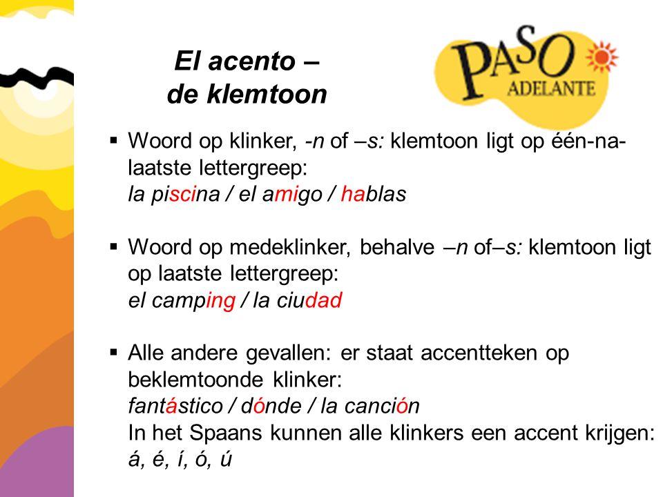 El acento – de klemtoon. Woord op klinker, -n of –s: klemtoon ligt op één-na-laatste lettergreep: la piscina / el amigo / hablas.