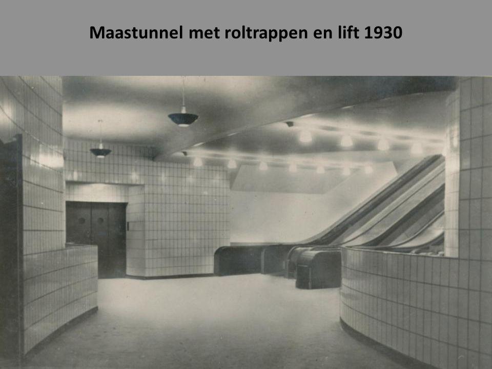 Maastunnel met roltrappen en lift 1930