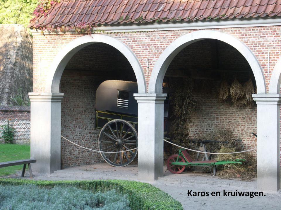 Karos en kruiwagen.