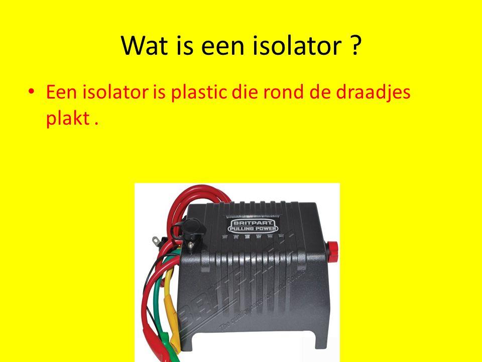 Wat is een isolator Een isolator is plastic die rond de draadjes plakt .