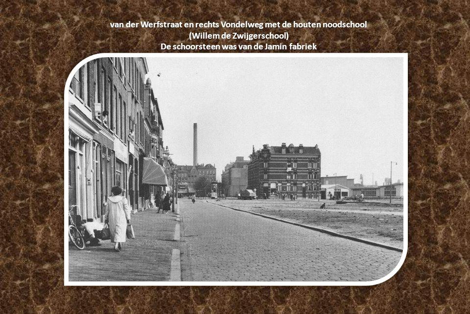 van der Werfstraat en rechts Vondelweg met de houten noodschool