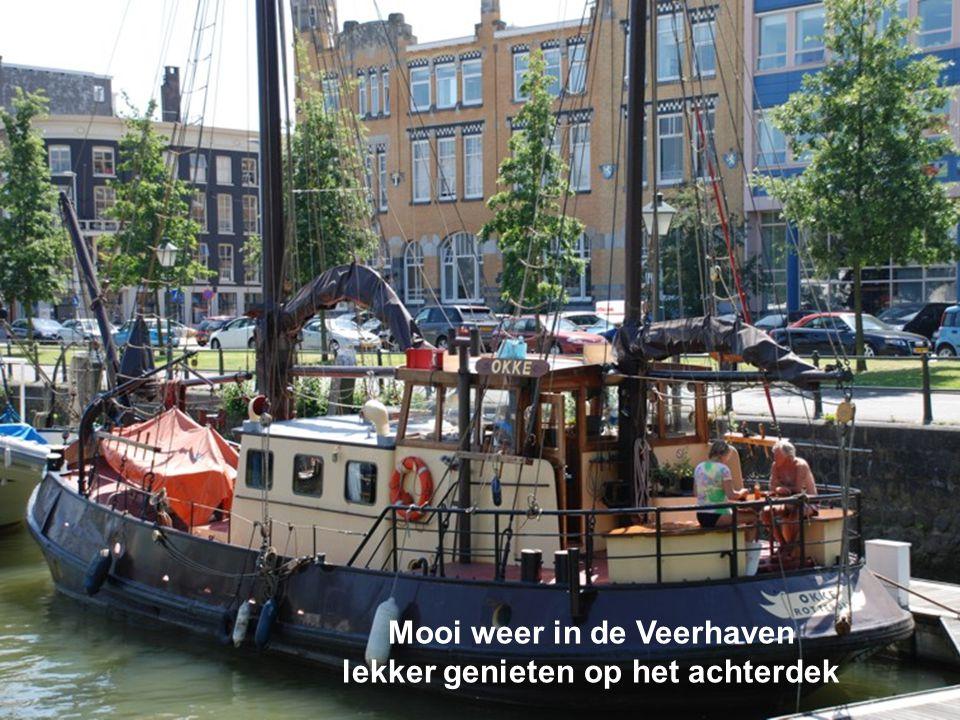 Mooi weer in de Veerhaven lekker genieten op het achterdek
