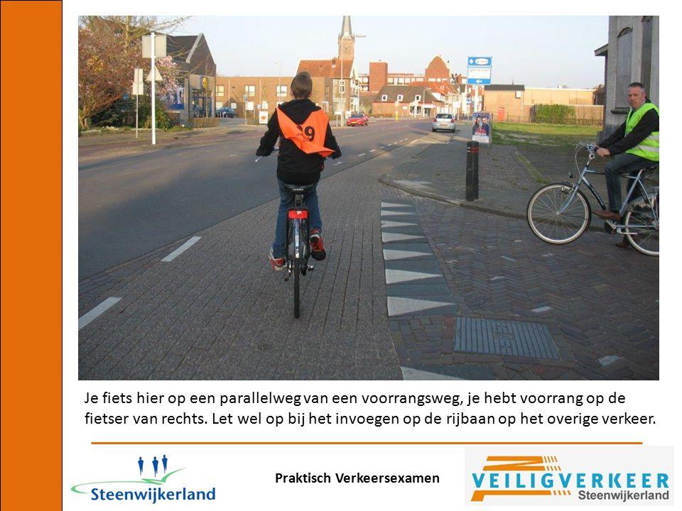 Je fiets hier op een parallelweg van een voorrangsweg, je hebt voorrang op de