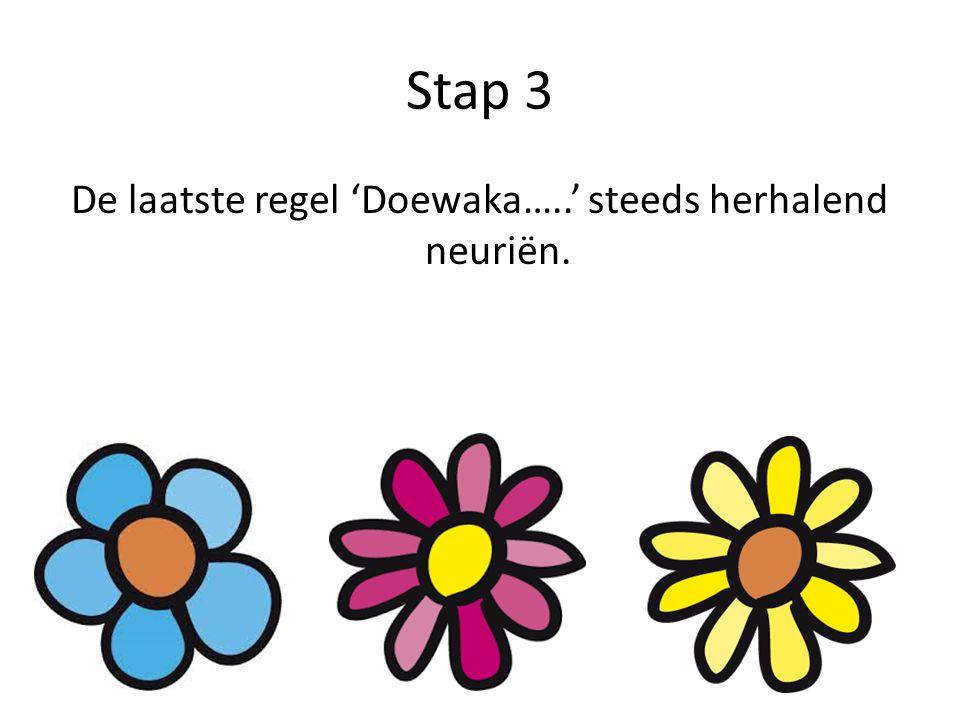 De laatste regel 'Doewaka…..' steeds herhalend neuriën.