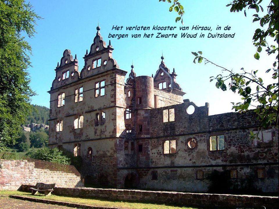 Het verlaten klooster van Hirsau, in de bergen van het Zwarte Woud in Duitsland