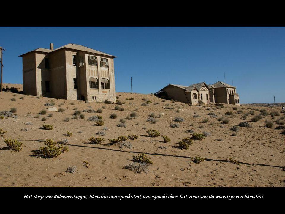 Het dorp van Kolmannskuppe, Namibië een spookstad, overspoeld door het zand van de woestijn van Namibië.