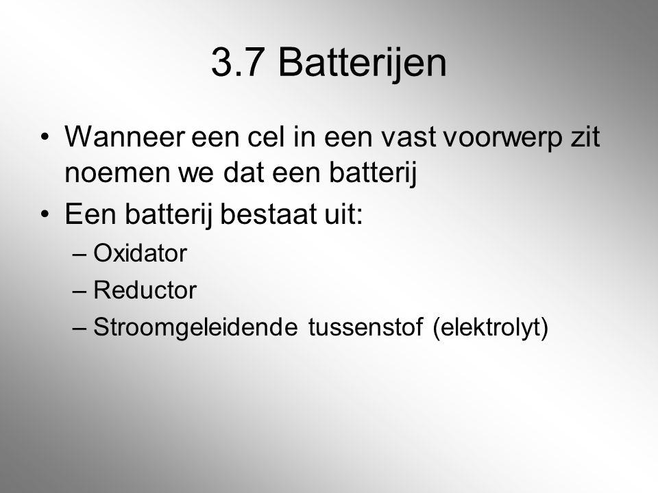 3.7 Batterijen Wanneer een cel in een vast voorwerp zit noemen we dat een batterij. Een batterij bestaat uit: