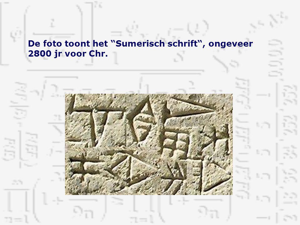 De foto toont het Sumerisch schrift , ongeveer 2800 jr voor Chr.