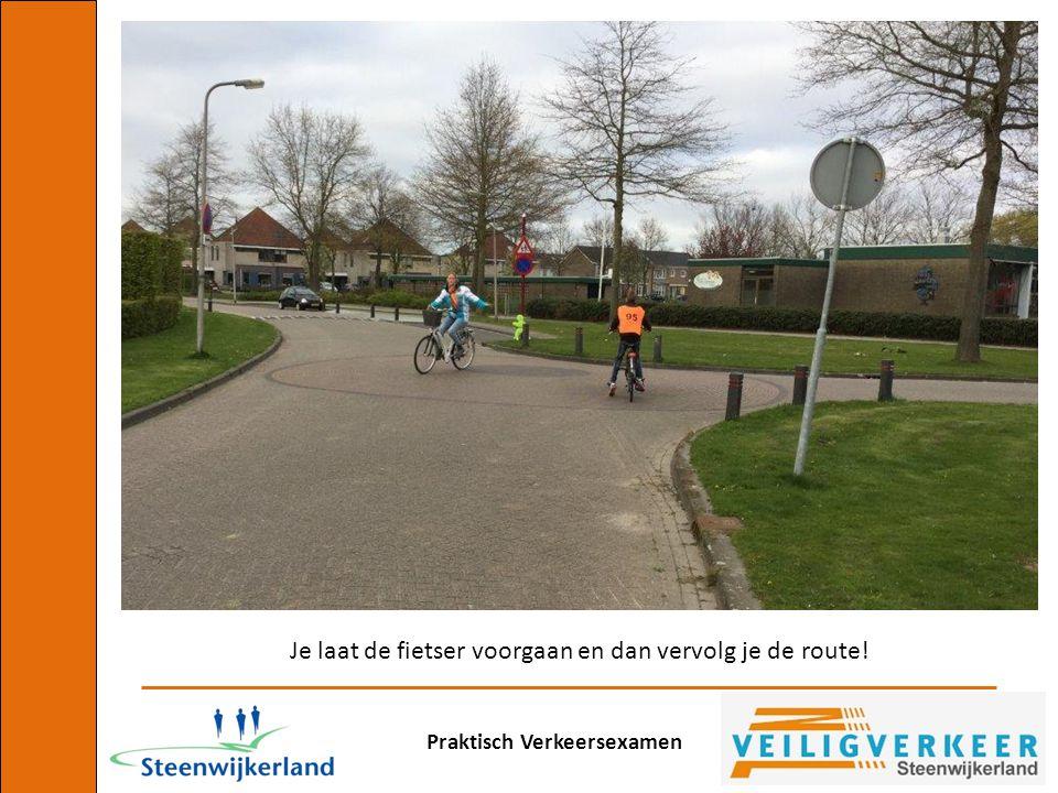 Je laat de fietser voorgaan en dan vervolg je de route!