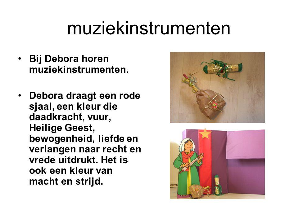 muziekinstrumenten Bij Debora horen muziekinstrumenten.