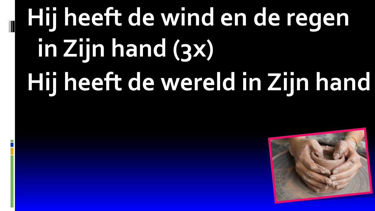 Hij heeft de wind en de regen in Zijn hand (3x) Hij heeft de wereld in Zijn hand