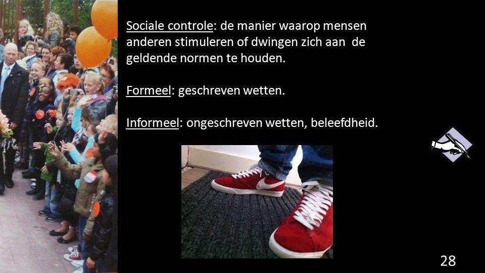 Sociale controle: de manier waarop mensen anderen stimuleren of dwingen zich aan de geldende normen te houden.