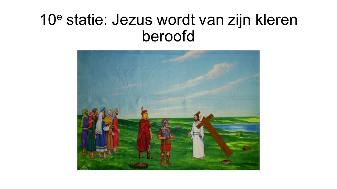 10e statie: Jezus wordt van zijn kleren beroofd