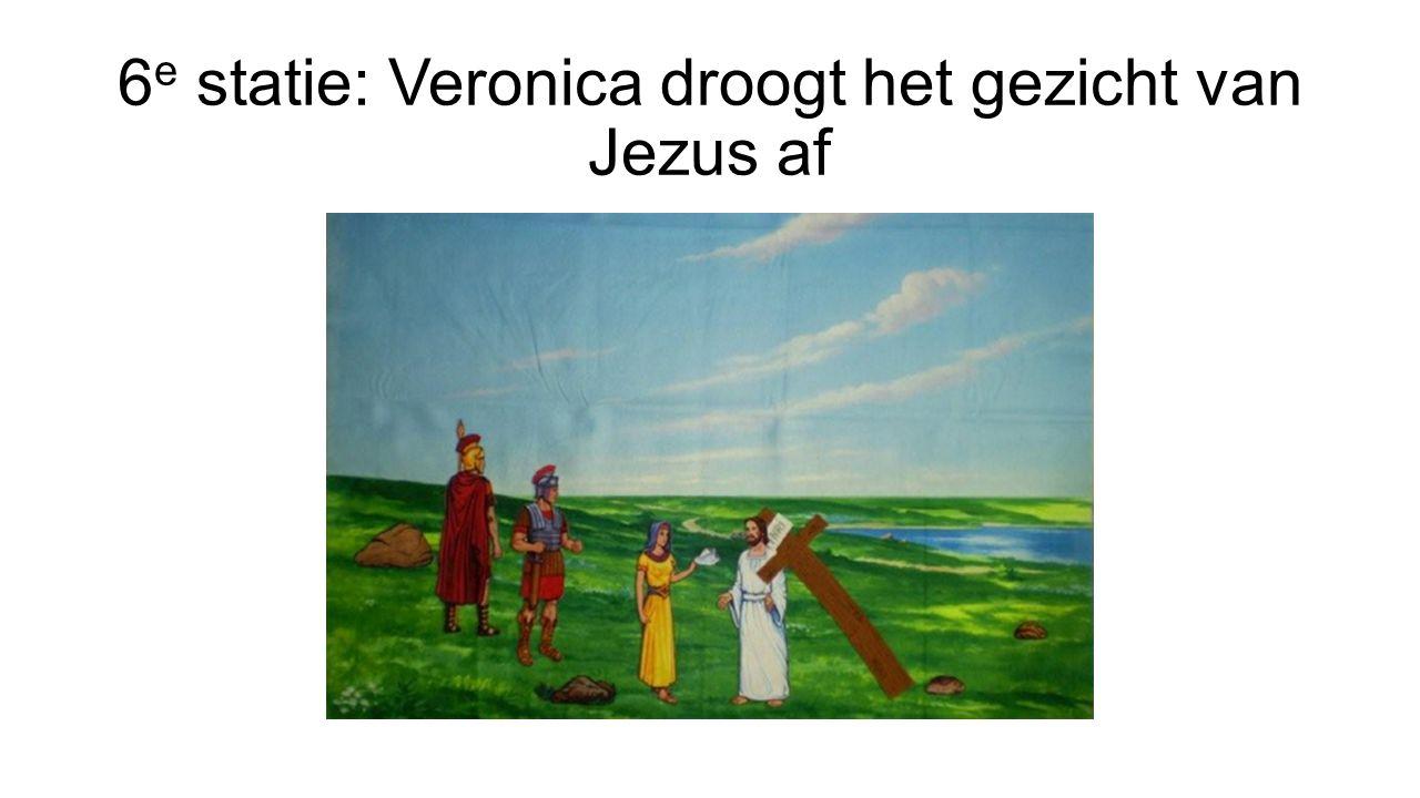 6e statie: Veronica droogt het gezicht van Jezus af